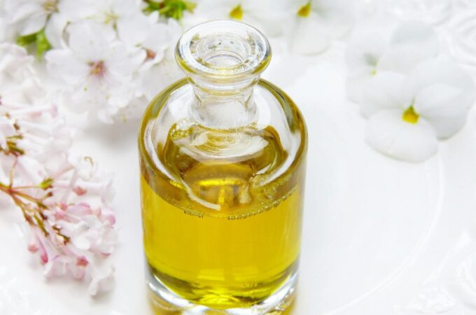Use Castor Oil to Remove Stretch Marks